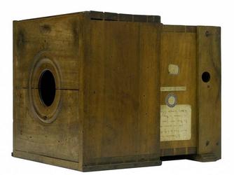 Chambre-noire-de-Niépce-dans-les-années-1820-©-Musée-Nicéphore-Niépce